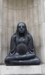 Statue-dotting